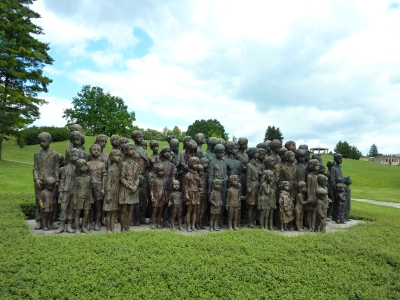Památník_Lidice_,_památník_věnovaný_obětovným_dětem